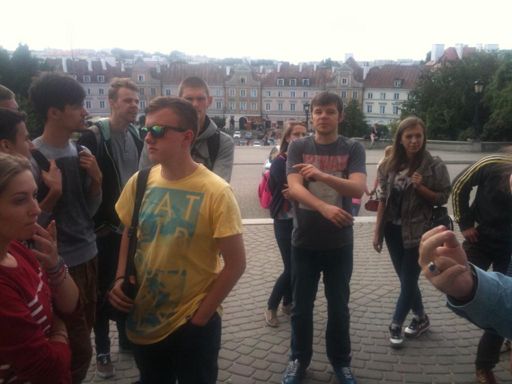 Daug bendravome su projekto koordinatoriumi Andrzej Smyk(stovi centre).
